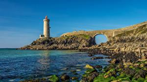 Картинки Франция Берег Маяк Мосты Камень Мох Petit Minou Природа