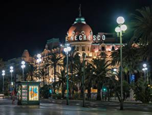 Картинка Франция Здания Улица Ночные Уличные фонари Пальмы Nice