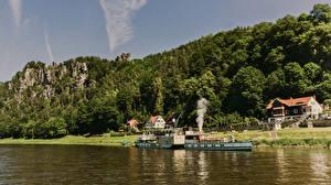 Фото Германия Реки Леса Побережье Здания Причалы Речные суда Утес Rathen