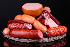 Обои Мясные продукты Колбаса Сосиска Черный фон