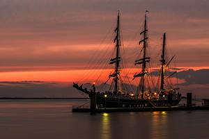 Картинки Парусные Пирсы Море Корабли Ночные