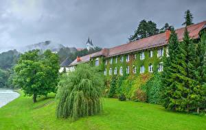 Фотографии Словения Замки Газон Деревья Nazarje Vrbovec castle