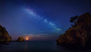 Картинка Испания Море Небо Звезды Ночные Скала Girona