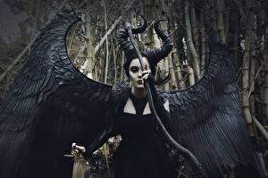 Фотографии Сверхъестественные существа Крылья Косплей Maleficent Фэнтези Девушки