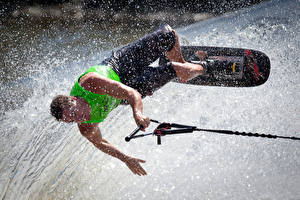 Картинка Серфинг Мужчины Брызги Прыжок Спорт
