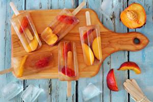 Картинки Сладости Мороженое Персики Доски Разделочная доска Лед Продукты питания