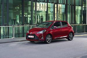 Обои Тойота Красная Металлик 2017 Yaris Hybrid Автомобили