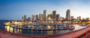 Фотографии США Дома Причалы Вечер Яхта Катера Майами Залив город