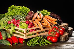 Картинки Овощи Помидоры Морковь Редис Перец На черном фоне Еда