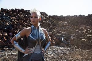 Фотографии Люди Икс: Апокалипсис Блондинка Негр Униформа Alexandra Shipp  Storm Девушки Знаменитости