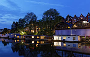 Обои Амстердам Нидерланды Здания Реки Пирсы Вечер Деревья Города
