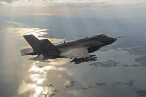 Фотография Самолеты Бомбардировщик Истребители Летящий Американские F-35B Авиация