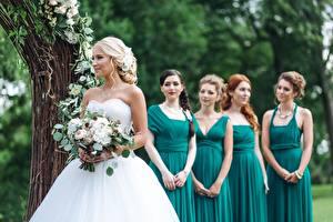 Обои Букеты Свадьба Невеста Платье girlfriends Девушки