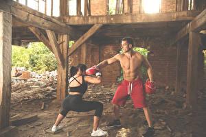 Фотографии Бокс Мужчины Двое Тренировка Бьет Спорт Девушки
