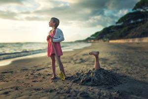 Картинка Креатив Берег Девочки Забавные Песок Ноги Пляж Дети