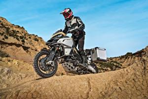 Фото Дукати Мотоциклист Шлем 2017 Multistrada 1200 Enduro Pro