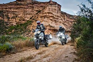 Картинка Ducati Мотоциклист Двое Утес В шлеме 2017 Multistrada 1200 Enduro Pro