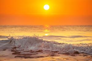 Фотография Вечер Рассветы и закаты Волны Море Солнце Природа