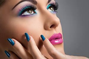 Фотография Пальцы Глаза Лицо Мейкап Маникюр Красивые Смотрит Нос Девушки