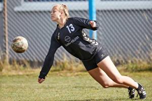 Фотографии Футбол Мяч Девушки Спорт
