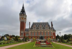 Картинка Франция Здания Ландшафтный дизайн Гостиница Газон Hotel de Ville in Flemish, Calais
