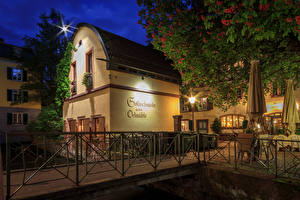 Обои Германия Здания В ночи Уличные фонари Забора Freiburg Города