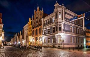 Фото Германия Здания Улиц Уличные фонари В ночи Stralsund Города