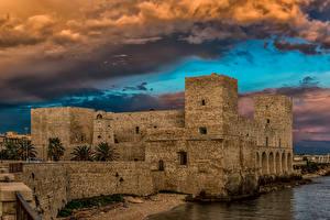 Фотографии Италия Побережье Крепость Небо Облака Trani Puglia Города