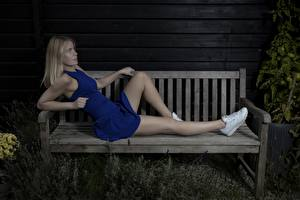 Обои Ноги Красивые Блондинка Скамейка Платье Mathilde Девушки картинки