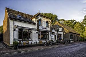 Фото Нидерланды Здания Улица Велосипеды Уличные фонари Arcen Limburg Города