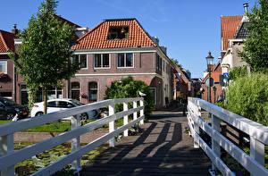 Картинки Нидерланды Здания Мосты Забор Уличные фонари Улица Weesp