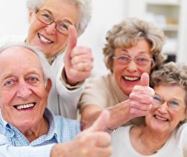 Фото Старуха Старый мужчина Улыбается Счастливые