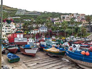 Картинка Португалия Здания Пирсы Лодки Madeira Camara de Lobos