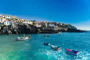 Фото Португалия Здания Море Лодки Побережье Скала Madeira Города