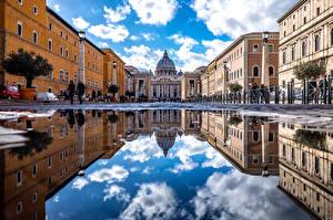 Фотографии Рим Италия Храмы Церковь Дома Улице Отражается Уличные фонари Лужа Saint Peters Basilica Города