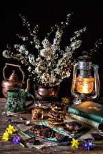 Обои Натюрморт Цветущие деревья Керосиновая лампа Печенье Ветвь Чашка Пища