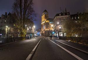 Обои Страсбург Франция Дома Улиц Уличные фонари Ограда В ночи Города