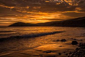 Картинки Рассветы и закаты Великобритания Берег Волны Небо Wales