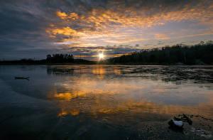 Фотографии Швеция Рассветы и закаты Озеро Облака Солнце