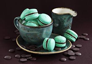 Картинки Сладости Шоколад Макарон Чашка Кувшин Блюдце