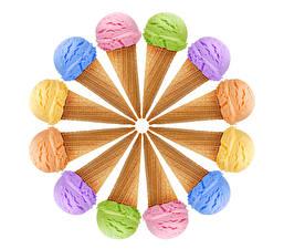 Фотографии Сладости Мороженое Белый фон Шарики Разноцветные Еда