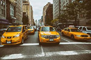 Фотографии Такси - Автомобили Штаты Нью-Йорк Манхэттен Улица Автомобили