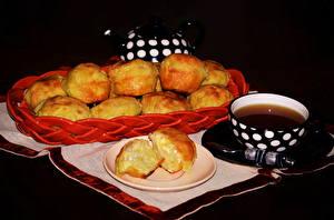 Картинки Чай Выпечка Черный фон Чашка Тарелка Еда
