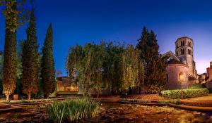 Обои Храмы Монастырь Испания Вечер Деревья Sant Pere de Galligants Girona Города картинки