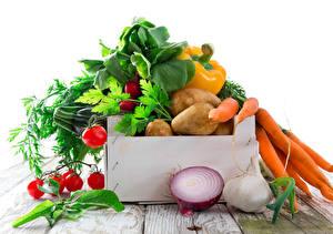Фото Овощи Лук репчатый Чеснок Морковь Помидоры Картошка Белый фон Продукты питания