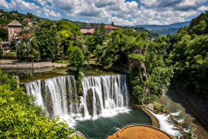 Фото Босния и Герцеговина Водопады Речка Кусты Jajce Waterfall Природа