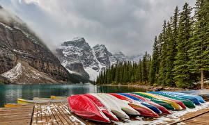 Обои Канада Парки Озеро Лодки Горы Леса Банф Moraine Lake Природа картинки