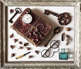 Фотография Часы Карманные часы Ретро Книги Ключом Очков Ложки