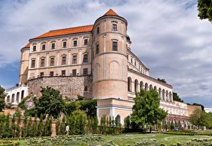 Обои для рабочего стола Чехия Замок Деревьев Mikulov Castle город