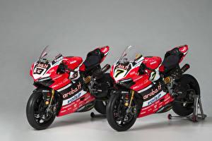 Фотография Дукати Серый фон Двое 2017 Panigale R Superbike Мотоциклы